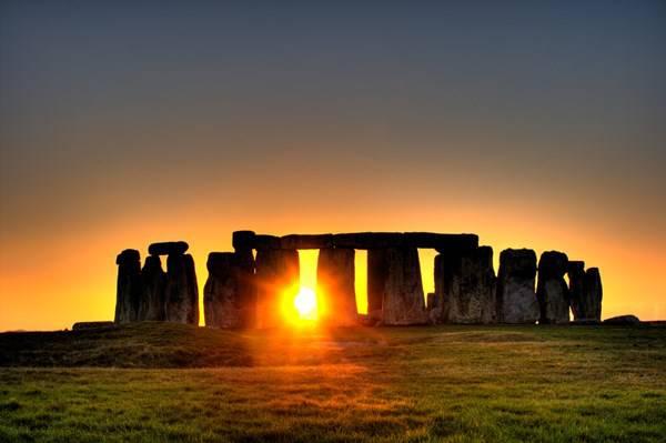 150621.Stonehenge_sun